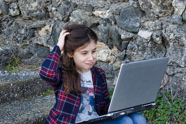 How Do I... Get My Kids To Listen About Social Media Pitfalls?